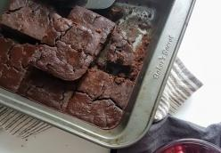Flourless Brownies (made with black beans)