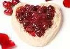 Couer a la Creme (Heart of Cream) w/Red Berry Sauce